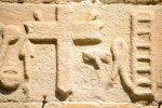 Particolare della mensola destra della porta della chiesa